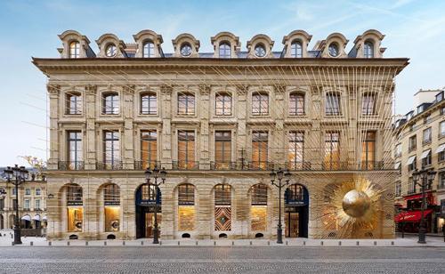 Những ′cuộc săn mồi′ của ông chủ Louis Vuitton, Dior