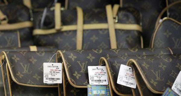 Vì sao những chiếc túi Louis Vuitton rất đắt đỏ nhưng không bao giờ giảm giá?