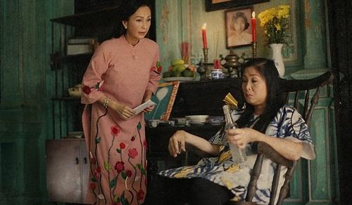 """Vẻ đẹp của tà áo dài Việt trong """"Cô Ba Sài Gòn"""""""
