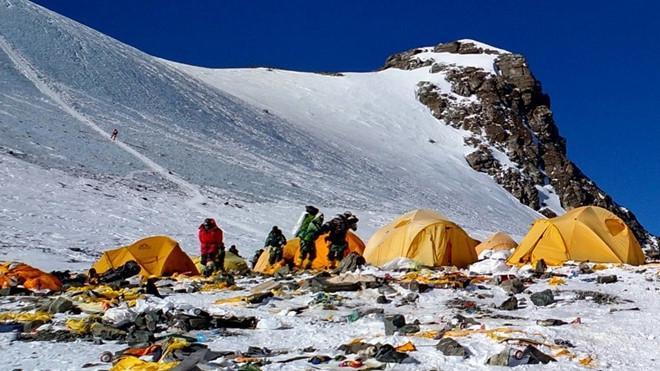 Bảo vệ môi trường: Xu hướng ′sống xanh′ lan tới đỉnh núi cao nhất thế giới