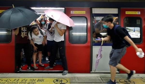"""Mỹ thông qua dự luật ủng hộ Hồng Kông, Trung Quốc nói: """"Đừng can thiệp vào việc nội bộ"""""""