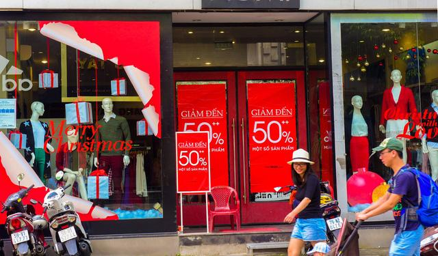 """Thị trường thời trang mùa Noel: """"Thời trang nhanh"""" lên ngôi"""