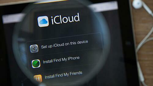 """Apple thừa nhận """"soi"""" ảnh người dùng"""