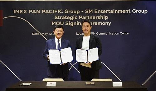 ′Ổng chủ của SNSD, Super Junior, EXO... hợp tác cùng gia đình chồng Hà Tăng