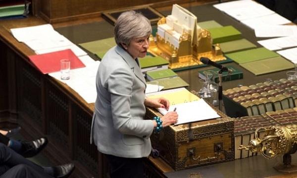 Động thái chưa từng có, Thủ tướng Anh bị quốc hội 'hất' sang một bên