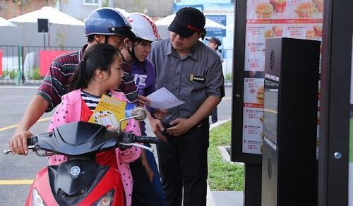 McDonald′s triển khai dịch vụ giao thức ăn tận nơi