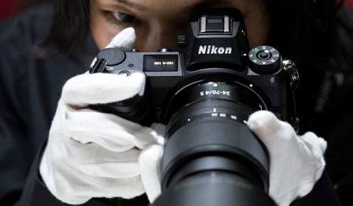 """Canon, Nikon và các nhà sản xuất camera Nhật """"vật lộn"""" giữa kỷ nguyên smartphone"""