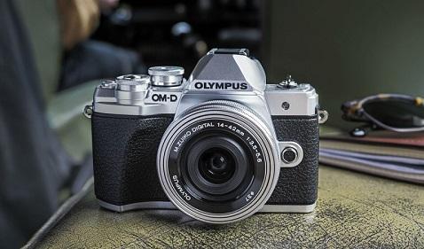 Việc Olympus tháo chạy báo trước một cuộc đại tu toàn diện ngành máy ảnh Nhật Bản
