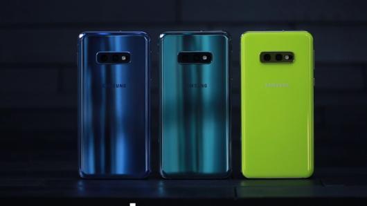 """Samsung đang """"bước theo vết xe đổ"""" của Apple"""