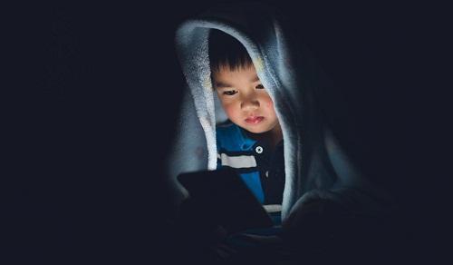 """Smartphone chính là """"tấm chăn bảo vệ"""" của bạn khi giao tiếp ngoài xã hội"""